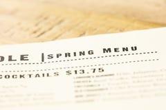 Επιλογές εστιατορίων που απαριθμούν τα στοιχεία άνοιξης για την εποχή στοκ εικόνες