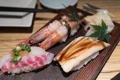 Επιλογές σουσιών στο ιαπωνικό εστιατόριο στοκ φωτογραφία με δικαίωμα ελεύθερης χρήσης