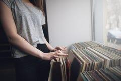 Επιλογή των αναδρομικών βινυλίου αρχείων η ανασκόπηση είναι μπορεί διαφορετικοί σκοποί μουσικής απεικόνισης χρησιμοποιούμενοι Στοκ φωτογραφίες με δικαίωμα ελεύθερης χρήσης