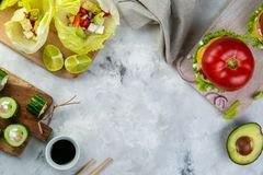 Επιλογή των χαμηλών επιλογών γεύματος εξαερωτήρων - burger, taco, σούσια Στοκ φωτογραφίες με δικαίωμα ελεύθερης χρήσης