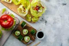 Επιλογή των χαμηλών επιλογών γεύματος εξαερωτήρων - burger, taco, σούσια Στοκ Εικόνες