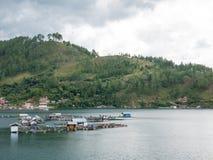 Επιπλέοντα κλουβιά ψαριών που καλλιεργούν στη λίμνη Lut Tawar, Takengon, άσσος Στοκ εικόνες με δικαίωμα ελεύθερης χρήσης