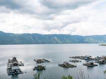 Επιπλέοντα κλουβιά ψαριών που καλλιεργούν στη λίμνη Lut Tawar, Takengon, άσσος Στοκ φωτογραφία με δικαίωμα ελεύθερης χρήσης
