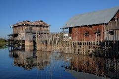 επιπλέουσα λίμνη Myanmar σπιτιών 02 inle Στοκ Εικόνα