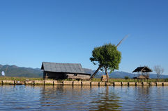 επιπλέουσα λίμνη Myanmar σπιτιών 03 inle Στοκ Εικόνες