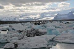 Επιπλέον σώμα πάγου στη λίμνη παγετώνων Jokulsarlon Στοκ Φωτογραφίες