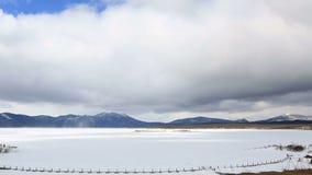 Επιπλέον σώμα σύννεφων πέρα από τη λίμνη Shchuchye στο Borovoye απόθεμα βίντεο