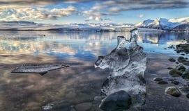 επιπλέουσα δεξαμενή χώνευσης παγόβουνων παγετώνων jokulsarlon Στοκ φωτογραφίες με δικαίωμα ελεύθερης χρήσης
