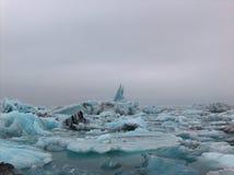 επιπλέουσα δεξαμενή χώνευσης παγόβουνων παγετώνων jokulsarlon Στοκ φωτογραφία με δικαίωμα ελεύθερης χρήσης