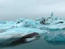 επιπλέουσα δεξαμενή χώνευσης παγόβουνων παγετώνων jokulsarlon Στοκ Φωτογραφία