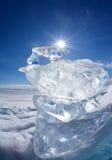 Επιπλέων πάγος και ήλιος πάγου χειμερινό Baikal στη λίμνη Στοκ Εικόνες