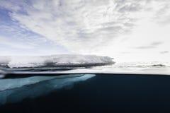 Επιπλέων πάγος πάγου Στοκ φωτογραφία με δικαίωμα ελεύθερης χρήσης