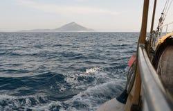 Επισήμανση του εδάφους από τη βάρκα Στοκ εικόνες με δικαίωμα ελεύθερης χρήσης