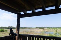 Επισήμανση του πεδίου σε ένα τρίποδο σε έναν πύργο προσοχής πουλιών στοκ εικόνες με δικαίωμα ελεύθερης χρήσης