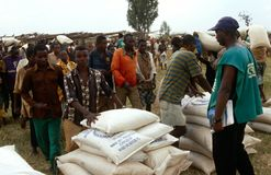 Επισιτιστική βοήθεια στο Μπουρούντι. Στοκ Φωτογραφίες