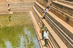 Επισκέπτες ναών σε Anuradhapura στη Σρι Λάνκα Στοκ Εικόνες