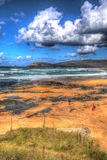 Επισκέπτες που απολαμβάνουν τον κόλπο Κορνουάλλη Αγγλία UK του Constantine στη Cornish βόρεια ακτή κοντά σε Newquay που ζαλίζει ζ Στοκ φωτογραφία με δικαίωμα ελεύθερης χρήσης