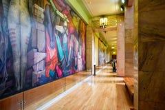 Επισκέπτες που θαυμάζουν τις τοιχογραφίες Palacio de Bellas Artes στην Πόλη του Μεξικού Στοκ φωτογραφίες με δικαίωμα ελεύθερης χρήσης