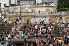 Επισκέπτες στα ισπανικά βήματα στις 15 Ιουνίου 2015 στη Ρώμη, Ιταλία Στοκ Εικόνες