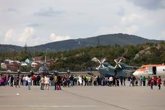 Επισκέπτες στην έκθεση των αεροσκαφών σε Gidroaviasalon 2016, Russi Στοκ Εικόνα