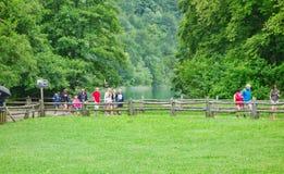 Επισκέπτες στις λίμνες Plitvice, Κροατία στοκ φωτογραφία με δικαίωμα ελεύθερης χρήσης