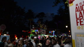 Επισκέπτες στο φεστιβάλ φαναριών του Ώκλαντ απόθεμα βίντεο