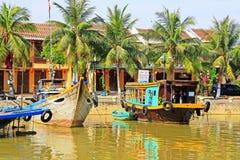 Επισκεμμένος τη βάρκα σε Hoi, παγκόσμια κληρονομιά της ΟΥΝΕΣΚΟ του Βιετνάμ Στοκ Εικόνα