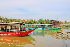Επισκεμμένος τη βάρκα σε Hoi, παγκόσμια κληρονομιά της ΟΥΝΕΣΚΟ του Βιετνάμ Στοκ Φωτογραφίες