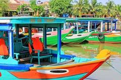 Επισκεμμένος τη βάρκα σε Hoi, παγκόσμια κληρονομιά της ΟΥΝΕΣΚΟ του Βιετνάμ Στοκ εικόνα με δικαίωμα ελεύθερης χρήσης