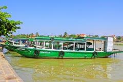 Επισκεμμένος τη βάρκα σε Hoi, παγκόσμια κληρονομιά της ΟΥΝΕΣΚΟ του Βιετνάμ Στοκ Εικόνες