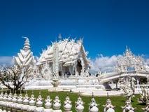 Επισκεπτόμενος άσπρος ναός, Wat Rong Khun, Chiang Rai Στοκ Εικόνες