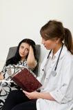 Επισκεπτόμενος ασθενής γιατρών Στοκ Φωτογραφία