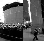 Επισκεπτόμενο νέο μουσείο του Βαν Γκογκ αιθουσών εισόδων Στοκ φωτογραφία με δικαίωμα ελεύθερης χρήσης