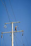 επισκευή ισχύος γραμμών Στοκ φωτογραφία με δικαίωμα ελεύθερης χρήσης