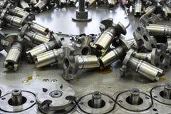 Επισκευή και συντήρηση της μηχανής πλεξίματος στοκ εικόνα με δικαίωμα ελεύθερης χρήσης