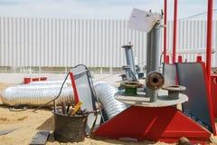 Επισκευή σε ένα αγρόκτημα δεξαμενών σε ένα βενζινάδικο Στοκ Εικόνες