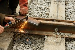 Επισκευή της γραμμής τραμ σιδήρου Εγκατάσταση των ραγών σιδηροδρόμων για το τραμ στοκ φωτογραφίες