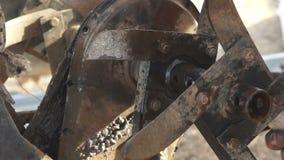 Επισκευή της μηχανής αρότρων (1) απόθεμα βίντεο