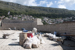 Επισκευή της περιτοιχισμένης πόλης Dubrovnic στην Κροατία Ευρώπη Το Dubrovnik παρονομάζεται το μαργαριτάρι ` της Αδριατικής Στοκ Φωτογραφία