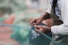 Επισκευή του διχτυού του ψαρέματος Στοκ εικόνα με δικαίωμα ελεύθερης χρήσης