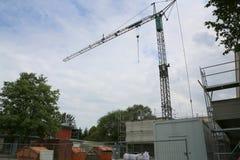 Επισκευή του κτηρίου, του γερανού και των υλικών σκαλωσιάς Στοκ φωτογραφία με δικαίωμα ελεύθερης χρήσης