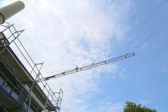 Επισκευή του κτηρίου, του γερανού και των υλικών σκαλωσιάς Στοκ εικόνα με δικαίωμα ελεύθερης χρήσης
