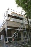 Επισκευή του κτηρίου, του εργοτάξιου οικοδομής και των υλικών σκαλωσιάς Στοκ φωτογραφία με δικαίωμα ελεύθερης χρήσης