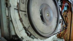 Επισκευή του πλυντηρίου αποσυναρμολογημένη κατοικία εργασίας δοκιμής απόθεμα βίντεο