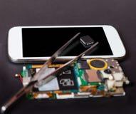 Επισκευή των κινητών συσκευών Στοκ εικόνες με δικαίωμα ελεύθερης χρήσης
