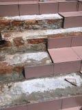 Επισκευή των χαλασμένων σκαλοπατιών Στοκ εικόνα με δικαίωμα ελεύθερης χρήσης
