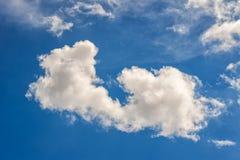 Επισκόπηση ενός όμορφου μπλε ουρανού που καλύπτεται με τα σύννεφα Στοκ φωτογραφίες με δικαίωμα ελεύθερης χρήσης
