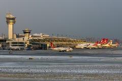 Επισκόπηση κεκλιμένων ραμπών αερολιμένων της Ιστανμπούλ Atatà ¼ rk Στοκ Φωτογραφία