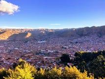 Επισκόπηση της αρχαίας πόλης Cusco, Περού κοντά στο ηλιοβασίλεμα στοκ φωτογραφία με δικαίωμα ελεύθερης χρήσης