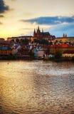 Επισκόπηση της παλαιάς Πράγας από την πλευρά γεφυρών του Charles Στοκ Φωτογραφία
